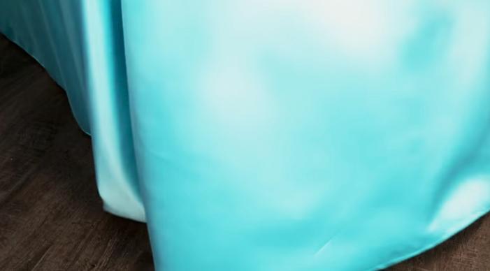 caida de la parte superior de tela para mantel
