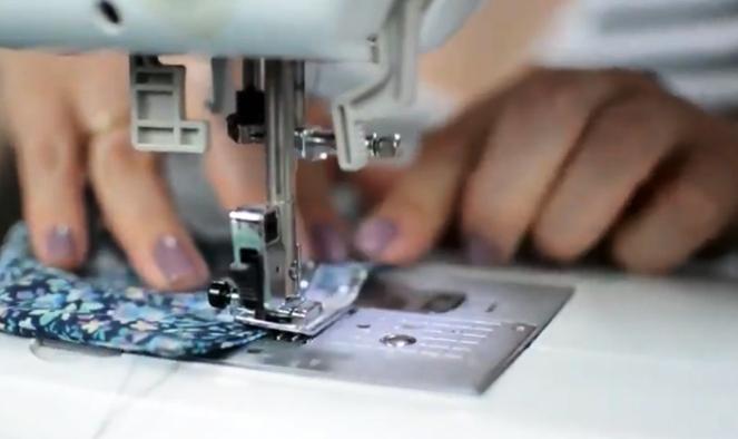 cierre y costura para protector de puerta de tela