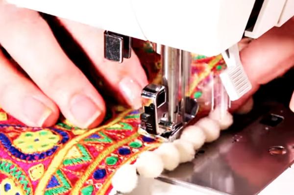 costura de tela en parte baja del pantalón para renovación