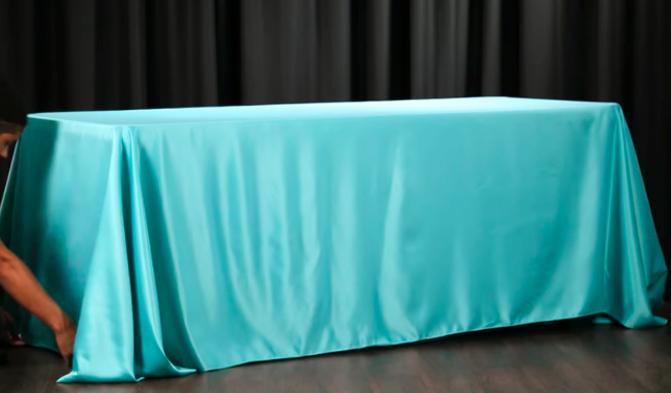 extensión y colocación de tela para mantel