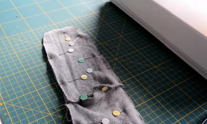 unión de parte delantera con piezas de tela para medias