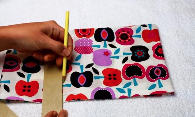 marcado de tela para próximas costuras de bolsa con arroz