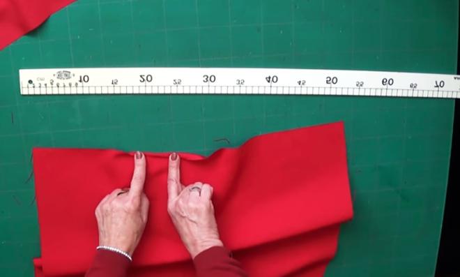 realización de dobladillo para servilleta de tela