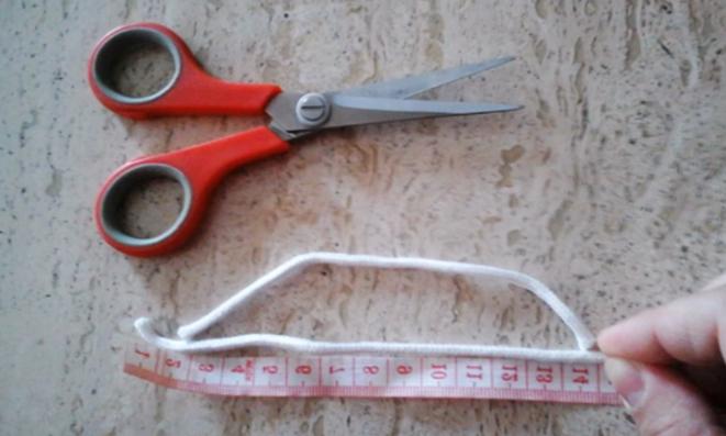 corte de cordón para bolsita de tela con lavanda
