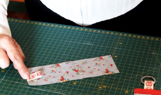 costura de cinta en tela para llavero