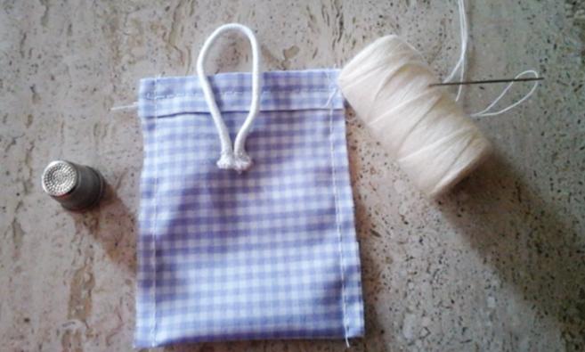costura de laterales de tela para bolsita con lavanda