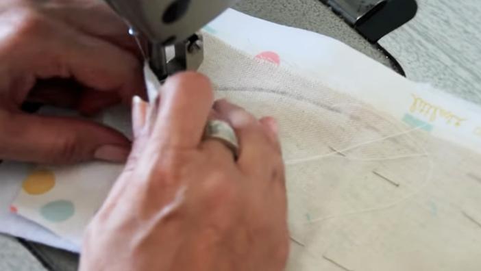 introducción de elástico para antifaz de tela