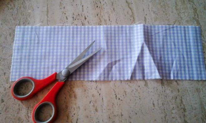 marcá y cortá la tela para la bolsita con lavanda