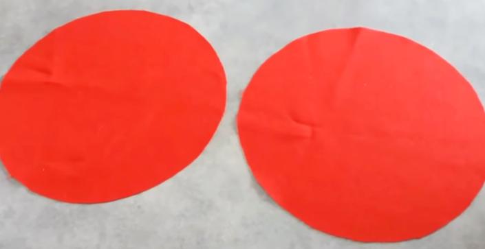 marcado y corte de tela del primer patrón para apoya pava