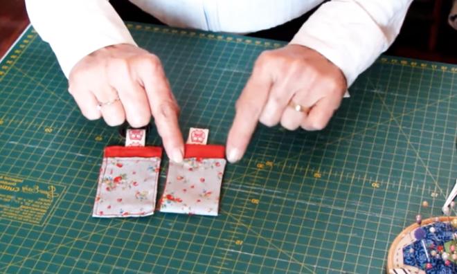 realización de ultima costura para llavero de tela