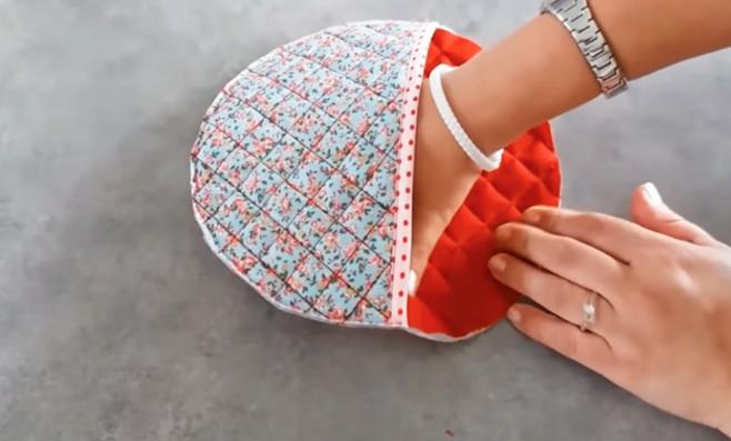 unión y costura de piezas de tela para apoya pava
