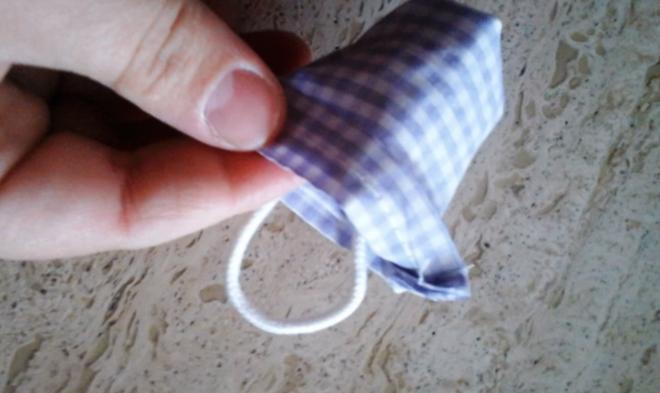 vuelta de tela para bolsita con lavanda
