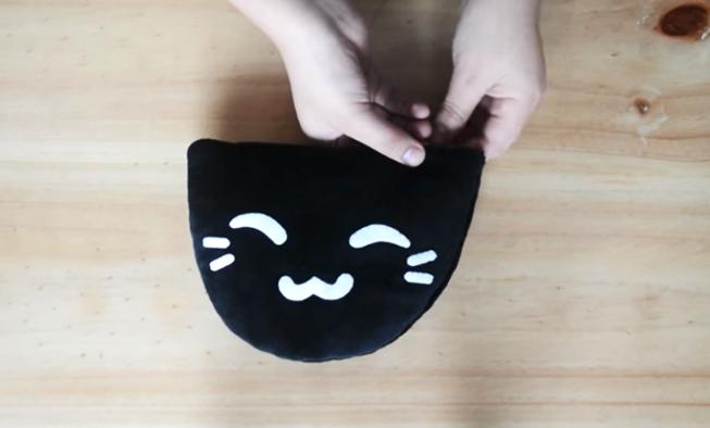 cierre de costura para la pantufla de tela con forma de gatito