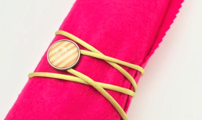 colocación de botón para lapicero de tela