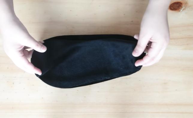 colocación de pieza de tela para pantufla con forma de gatito