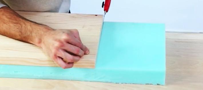 corte de espuma para banco de madera con tela