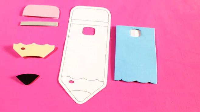 corte la tela para cada pieza  de la funda para celular en forma de lápiz