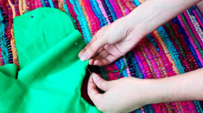 costura de telas para almohadón en forma de cactus