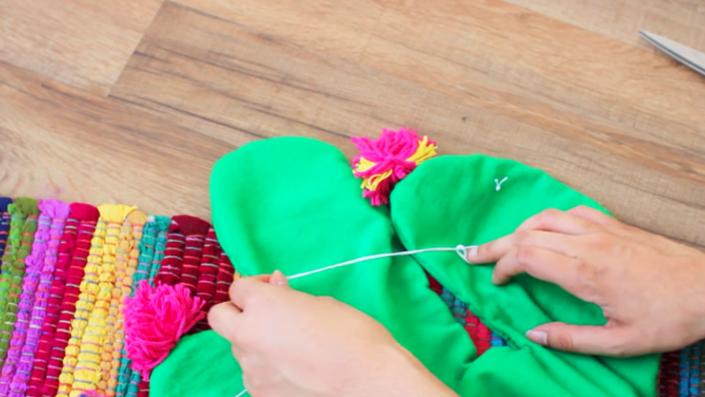 decoración de tela para almohadón en forma de cactus