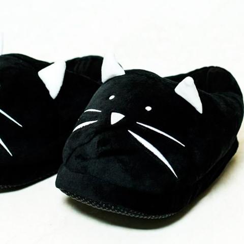 Cómo hacer un par de pantuflas de tela con forma de gatito.