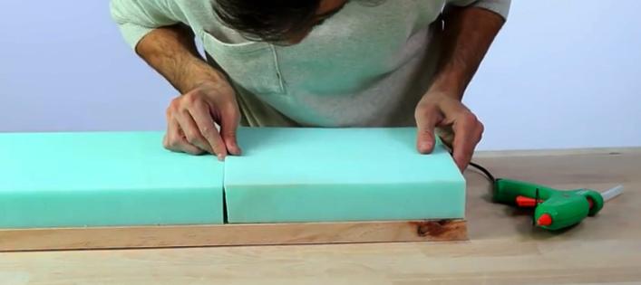 pegado de goma espuma para banco de madera con tela