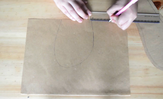 realización de segundo molde para pantuflas de tela con forma de gatito