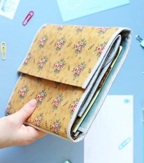 Cómo hacer una cartera de cartón y tela.