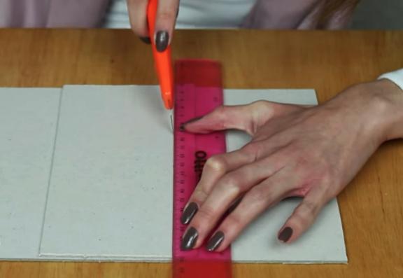 marcado y corte de cartón para cartera de tela