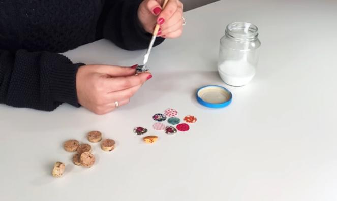 pegado de tela a corcho para anillo