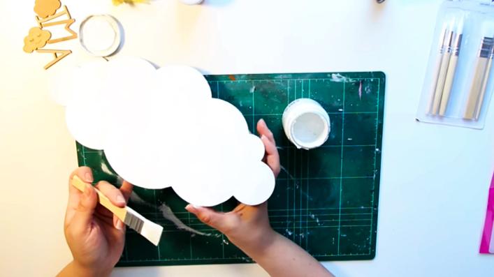 pintado de nube para cartel con letras de tela