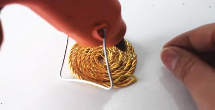 realización de decoración para frasco con tela