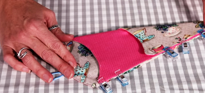 colocación de ganchos en porta tijera de tela