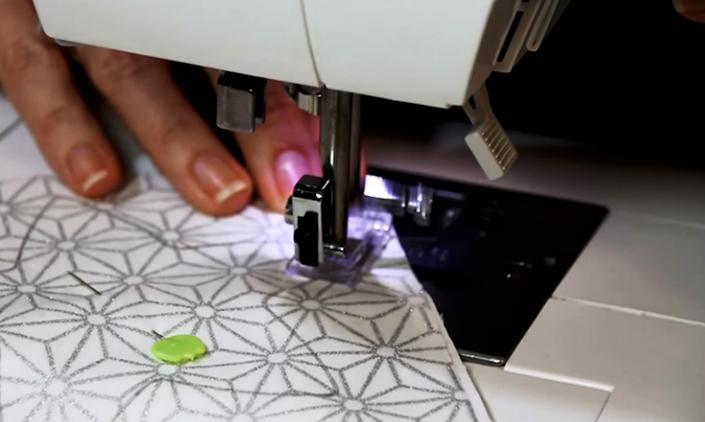 costura de estrellas de tela para guirnalda