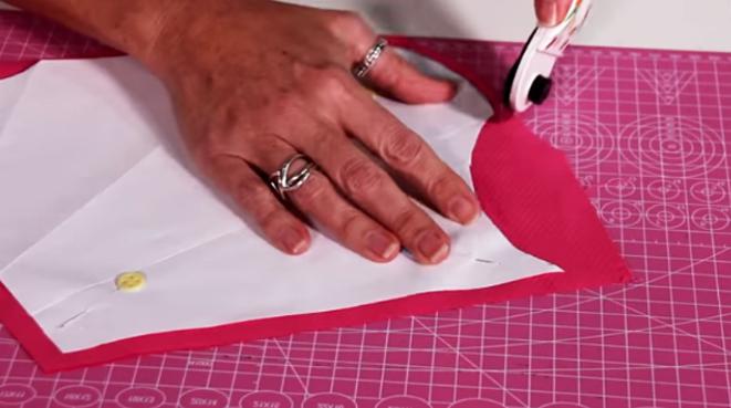 marcado y corte del patrón en tela para porta tijera