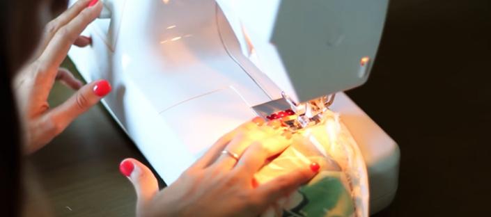 costura de dobleces de tela para breteles de maxi vestido