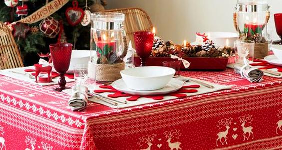 Cómo hacer un mantel de tela navideño