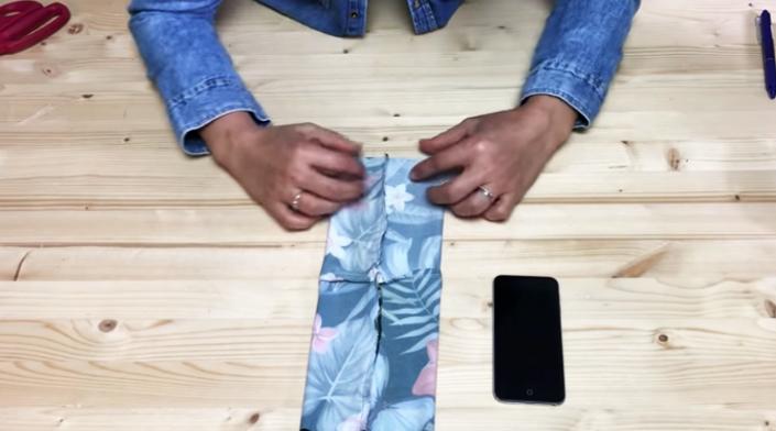 colocación de tela en mesa para porta celular para brazo