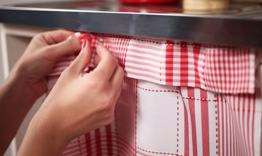 adhesión de tela a bajo mesada para cortina
