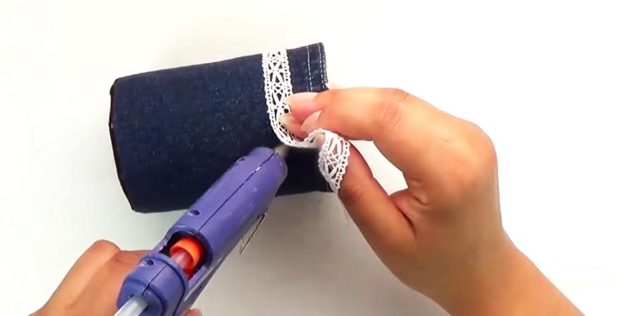 colocación de cinta para porta lápices de tela