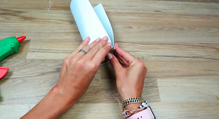 pegado de tapas a goma eva para cartuchera cilíndrica de tela