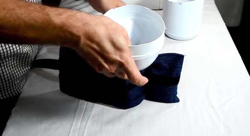 colocación de arena en tela para pesas de tobillos