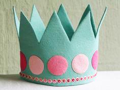 Cómo hacer una corona de tela