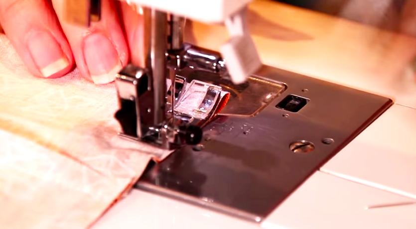 costura en lados restantes de tela para soporte de celular