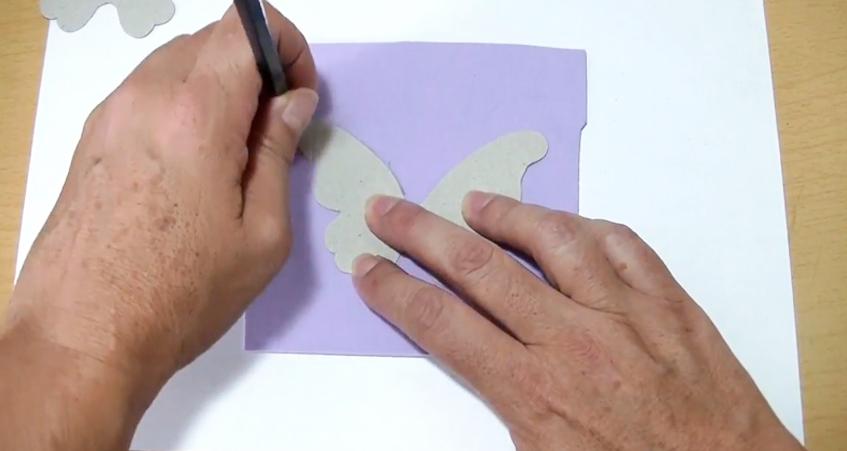 dibujo de mariposa en tela para móvil
