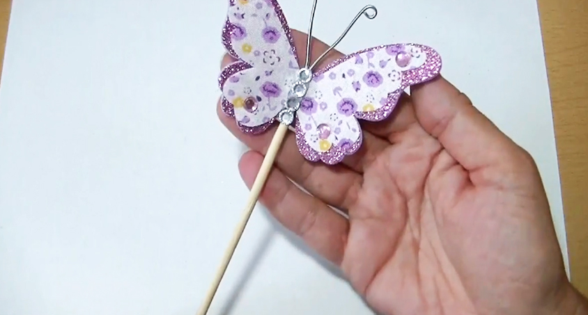 móvil de mariposa de tela terminado