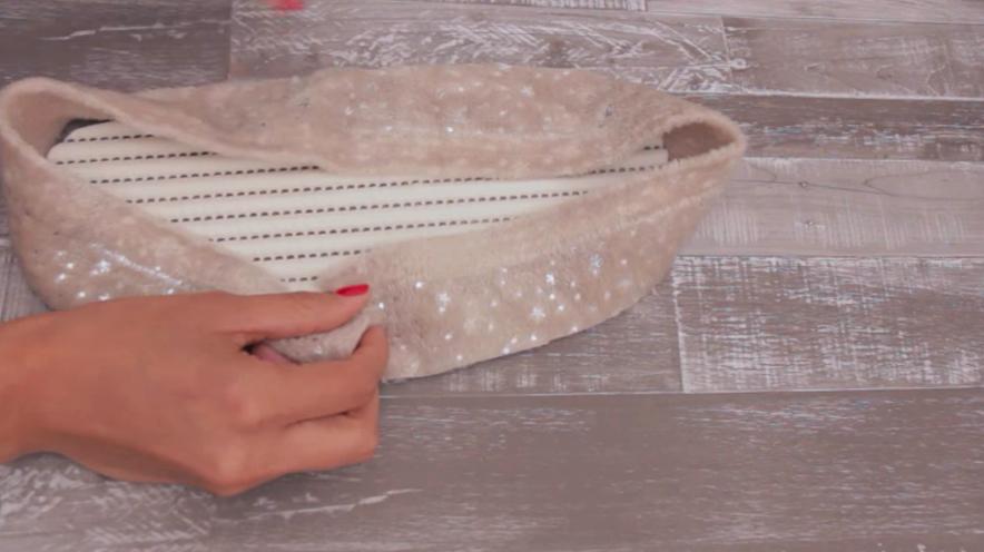 corte de tiras de tela para pantuflas