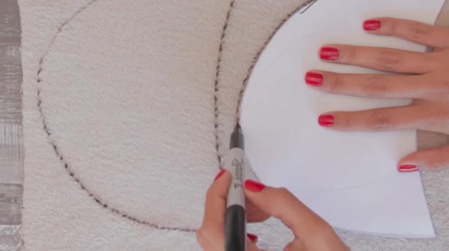 marcado y recorte de segundos moldes en tela para pantuflas