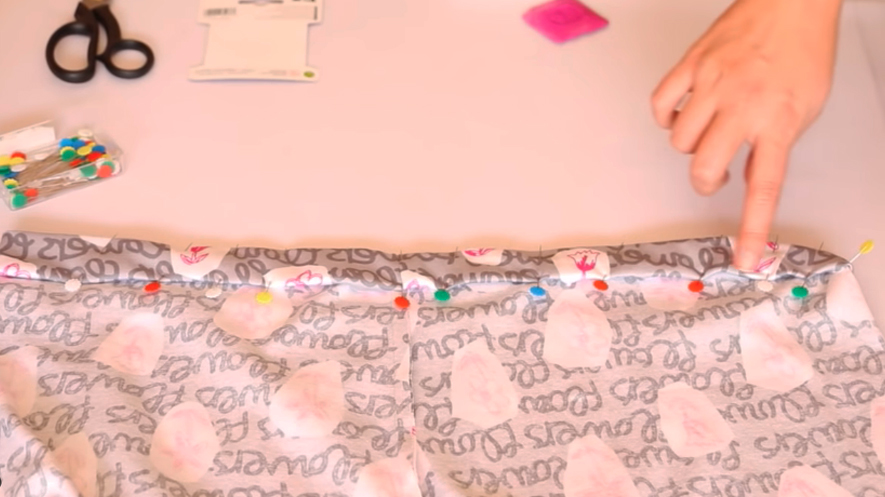 realización de dobladillo superior para pantalón pijama de tela