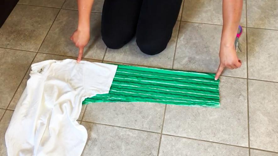 realización de mangas para bata de tela