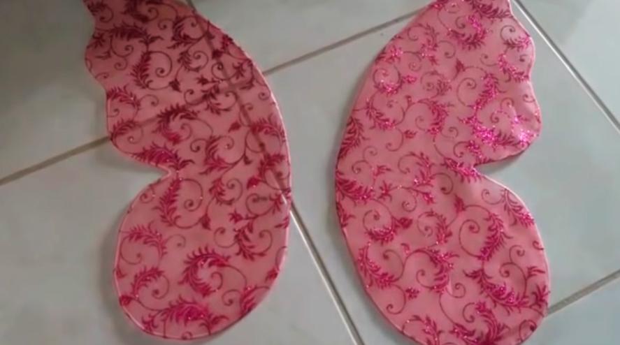 recorte de tela sobrante para alas de mariposa